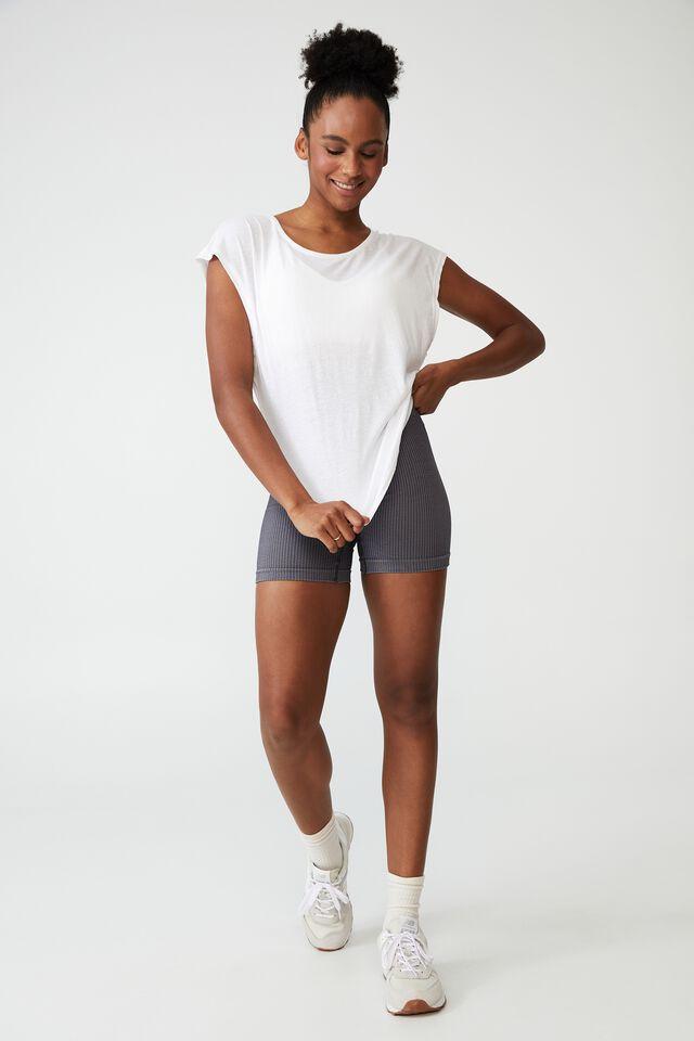 Active Scoop Hem Tshirt, WHITE
