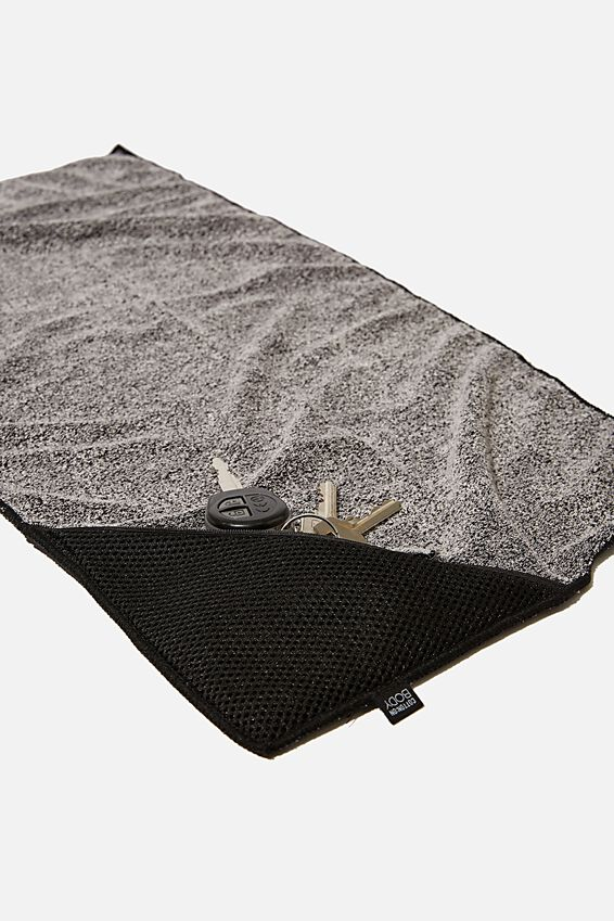 Sweat It Out Towel, BLACK