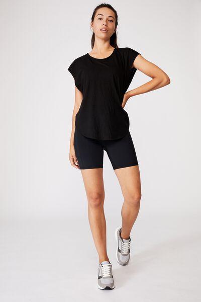 Active Scoop Hem Tshirt, BLACK