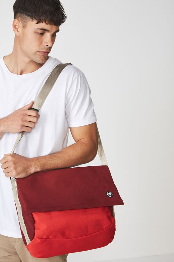 Escape Satchel, TRACK RED/ TULIP RED