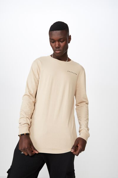 e4f8fe35461 Curved Long Sleeve Graphic T Shirt