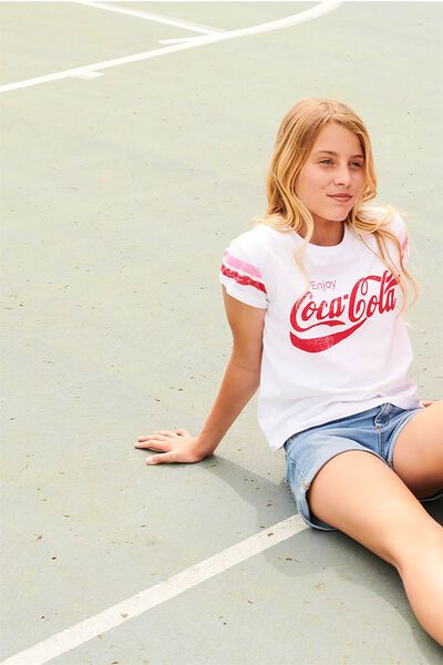 Lucy Licence Tee, WHITE/LCN COCA-COLA