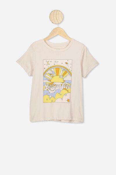 Primrose Classic Tshirt, RAINY DAY/LOVE IS HERE