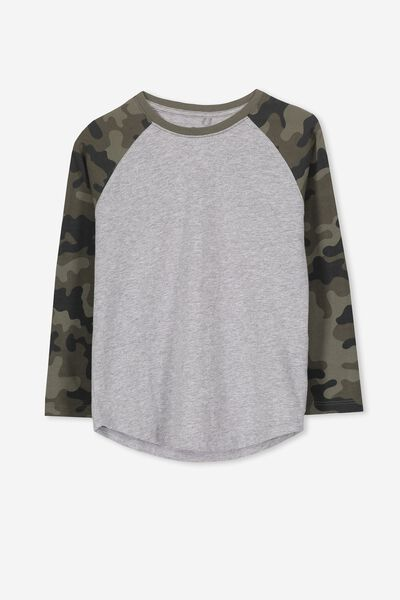 Tom Long Sleeve Raglan Tee, LIGHT GREY MARLE/CAMO SLEEVES. Cotton On Kids