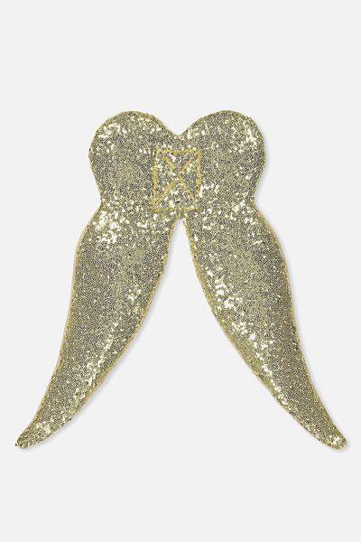 Chloe Wings, GOLDY