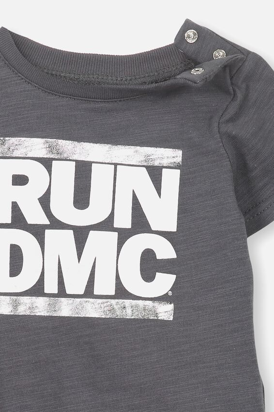 License Freddie Short Sleeve Tee, GRAPHITE GREY/RUN DMC