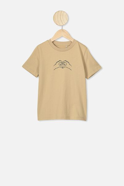 Max Skater Short Sleeve Tee, SEMOLINA/MOM LOVE