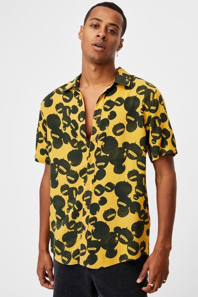 Short Sleeve Collab Shirt, LCN IRV YELLOW IRVINS SALTED EGG