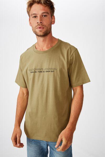 Tbar Text T-Shirt, SK8 BLAIR KHAKI/TUNE IN DROP OUT