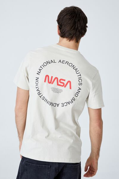 Tbar Collab Pop Culture T-Shirt, LCN NAS IVORY/NASA - BADGES