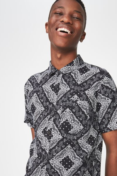 Short Sleeve Resort Shirt, BLACK PAISLY