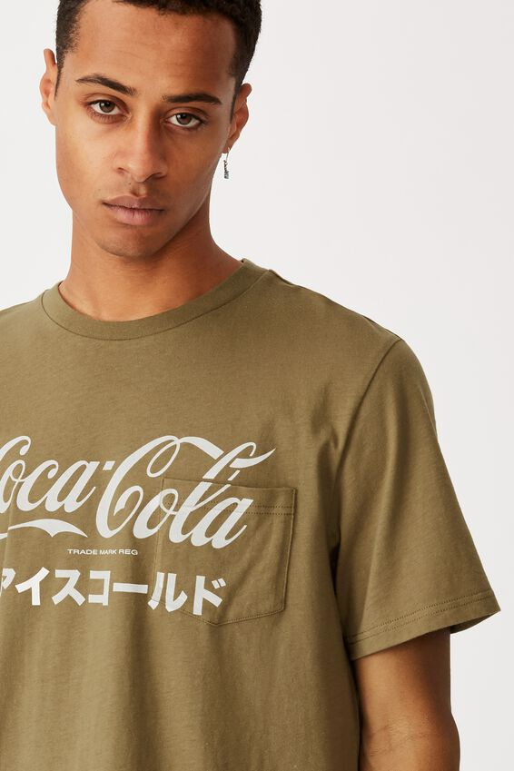 Tbar Collab Pop Culture T-Shirt, LCN CC JUNGLE KHAKI/COCA COLA - POCKET
