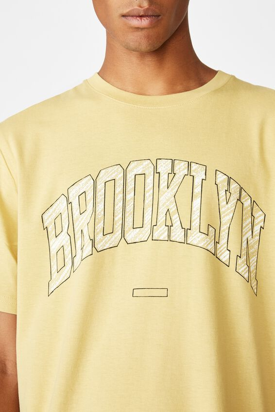 Tbar Sport T-Shirt, FROSTED HONEY/BROOKLYN CREST SKETCH