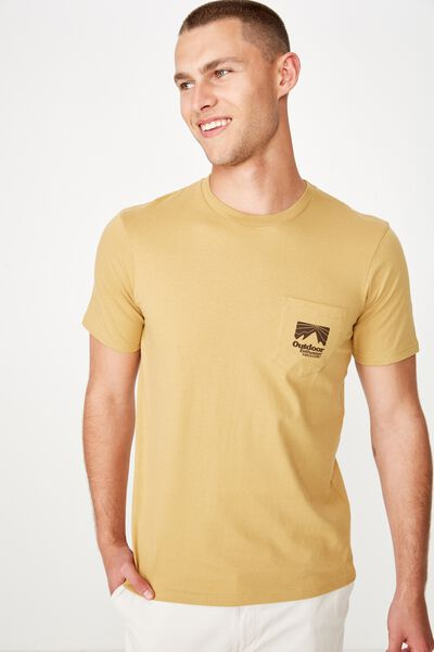 Tbar Souvenir T-Shirt, CAMEL/OUTDOOR ENTHUSIAST POCKET