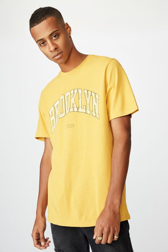 Tbar Sport T-Shirt, AGED YELLOW/BROOKLYN CREST SKETCH
