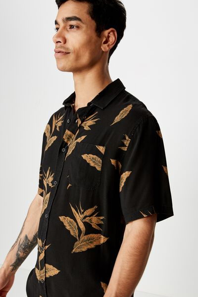 Short Sleeve Resort Shirt, BLACK SPACED FLORAL
