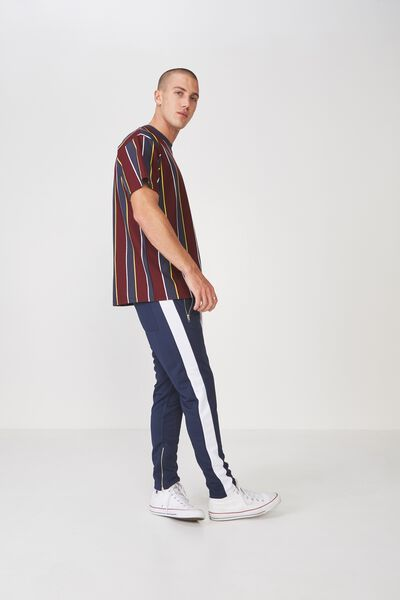 Downtown Loose Fit Tee, WINDSOR WINE/TRUE NAVY/VIBRANT YELLOW/WHITE VERTIC