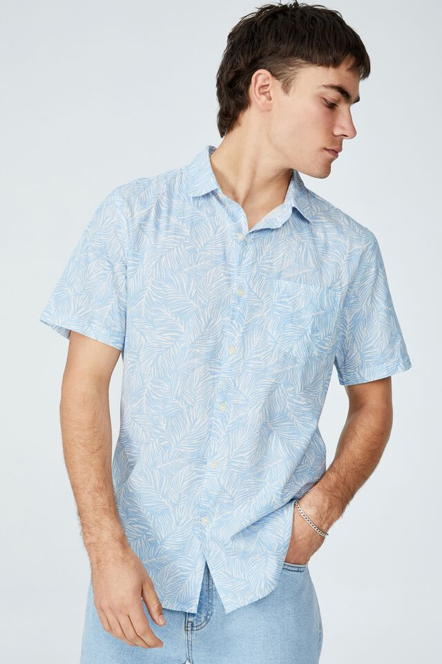 Vacay Short Sleeve Shirt, PALE BLUE 70 S FLORAL