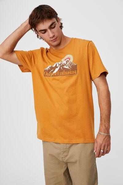 Tbar Souvenir T-Shirt, BUCKSKIN GOLD/OUTDOOR ENTHUSIAST
