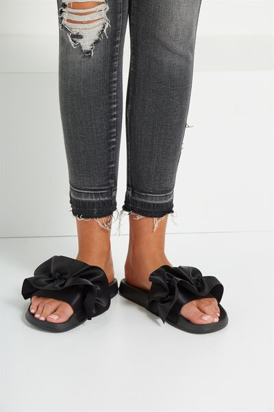 Wild Slide, BLACK RUFFLE