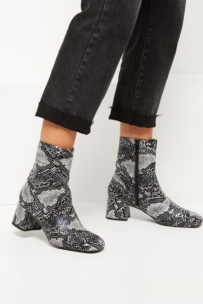 Collins Square Toe Boot, NATURAL TEXTURE