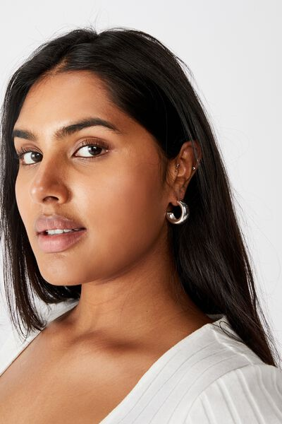 Luxe Layers Medium Shiny Hoop, SILVER