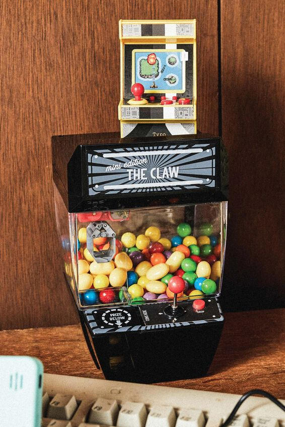 Claw Machine, BLACK
