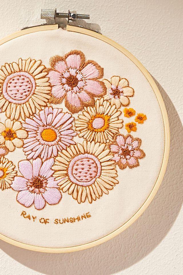 Diy Kit, EMBROIDERY KIT - RAY OF SUNSHINE