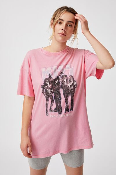 The Relaxed Boyfriend Graphic License Tee, LCN BR KISS END OF THE ROAD/FAIRY FLOSS