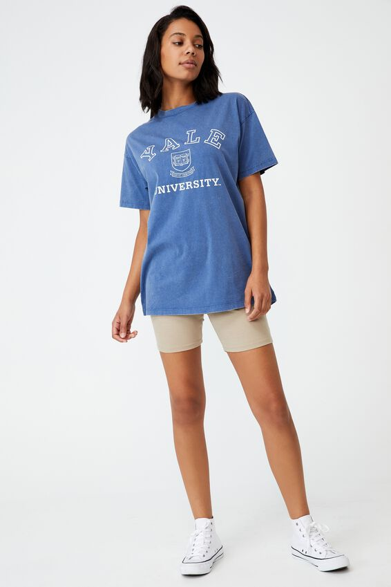 The Relaxed Boyfriend Graphic License Tee, LCN YALE CREST LOGO/COLONY BLUE