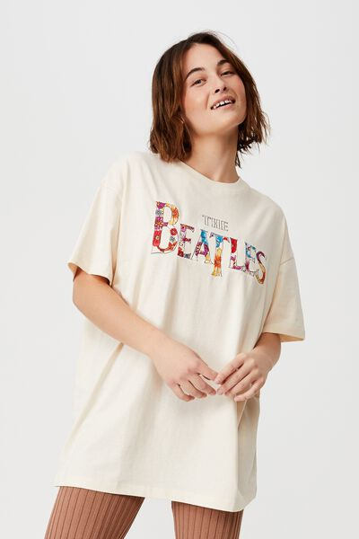 The Relaxed Boyfriend Graphic License Tee, LCN APP THE BEATLES EMB/WHITE SAND