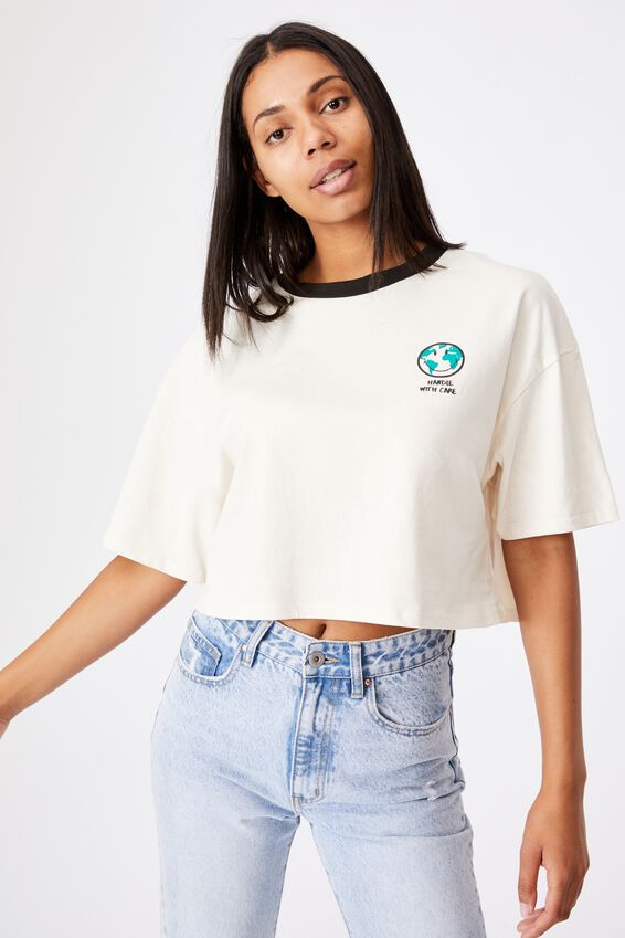 Chopped Boyfriend Lcn Tee, LCN SMI SMILEY HANDLE WITH CARE/WHITE SAND