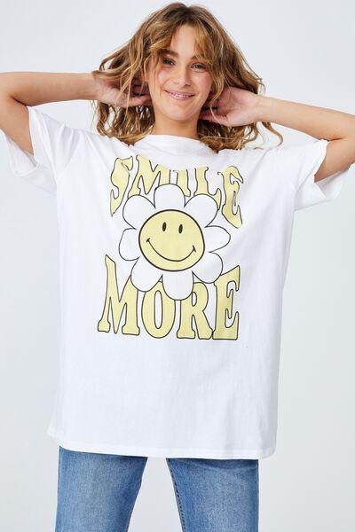The Relaxed Boyfriend Graphic License Tee, LCN SMI SMILEY SMILE MORE/WHITE