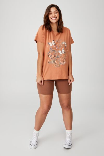 Curve Graphic Tee, LEAVES AND BUTTERFLIES/SUGAR ROSE