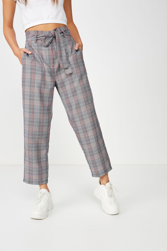 Shannon Pant, MONIKA CHECK