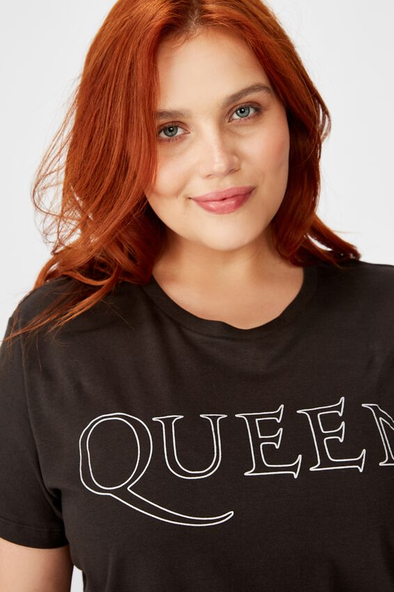 Curve Graphic License Tee, LCN BR QUEEN SCRIPT LOGO/WASHED BLACK