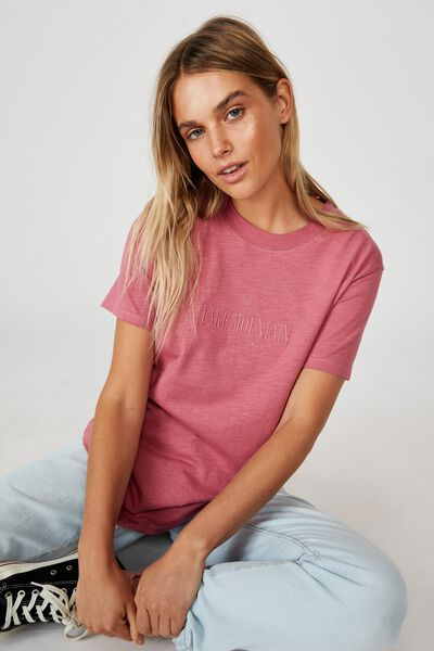 Classic Slogan T Shirt, LAKE MOUNTAIN/ROSE WINE
