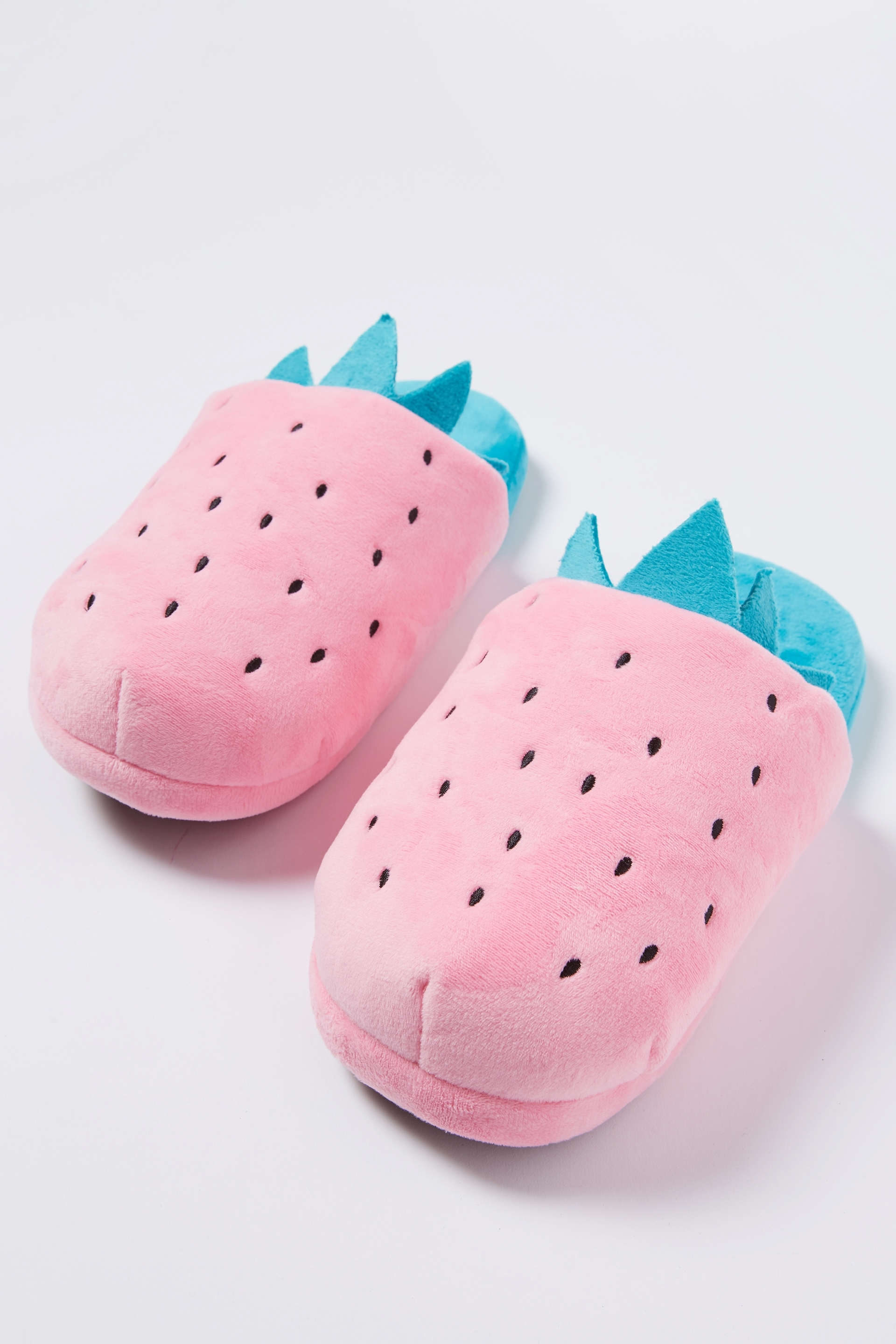 c0a49d0e4bdc Typo - Novelty Slippers - …